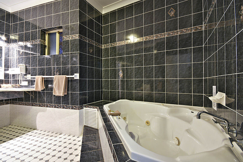 showers, baths and spas available